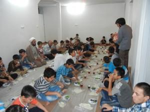 مراسم افطاری دانش آموزان سادات پسر قم